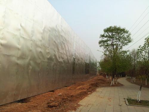 密云生态商务区西大门南侧绿地围挡制作工程