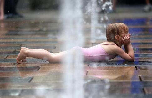 今年北京高温迟来一个月,一来直逼40℃。